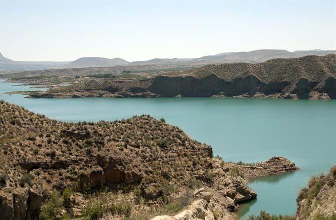 Découvrez 10 grands lacs et réservoirs en Espagne