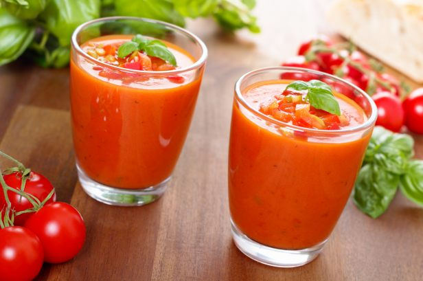 gaspacho espagnol dans un verre